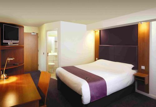 Premier_Inn_Goole bed